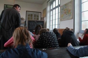 En classe au musée de l'école de Bothoa